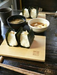 Onigiri_at_an_onigiri_restaurant_by